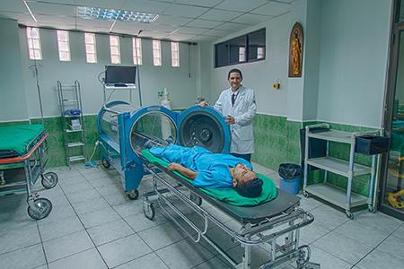 Cuenca Expats Magazine - issue 18 - La clínica de fracturas